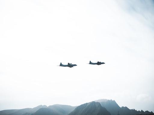 Aviões sobrevoando montanhas - EPCAR